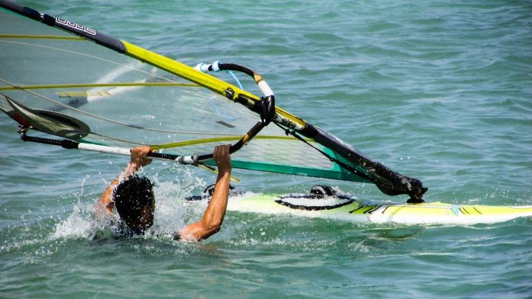windsurfing-1404201_1920