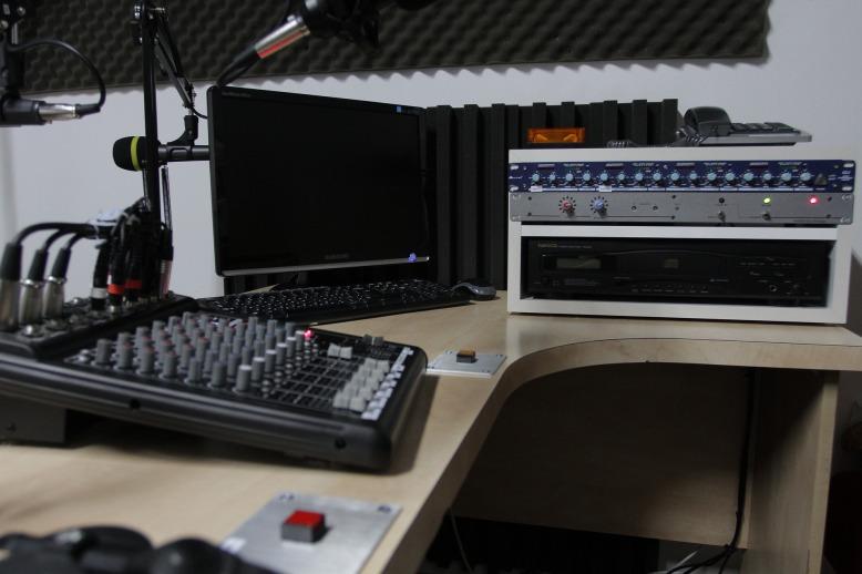 radio-1603228_1920